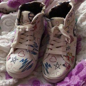 Steve Madden Girls Sneakers size 2 graffiti shoes